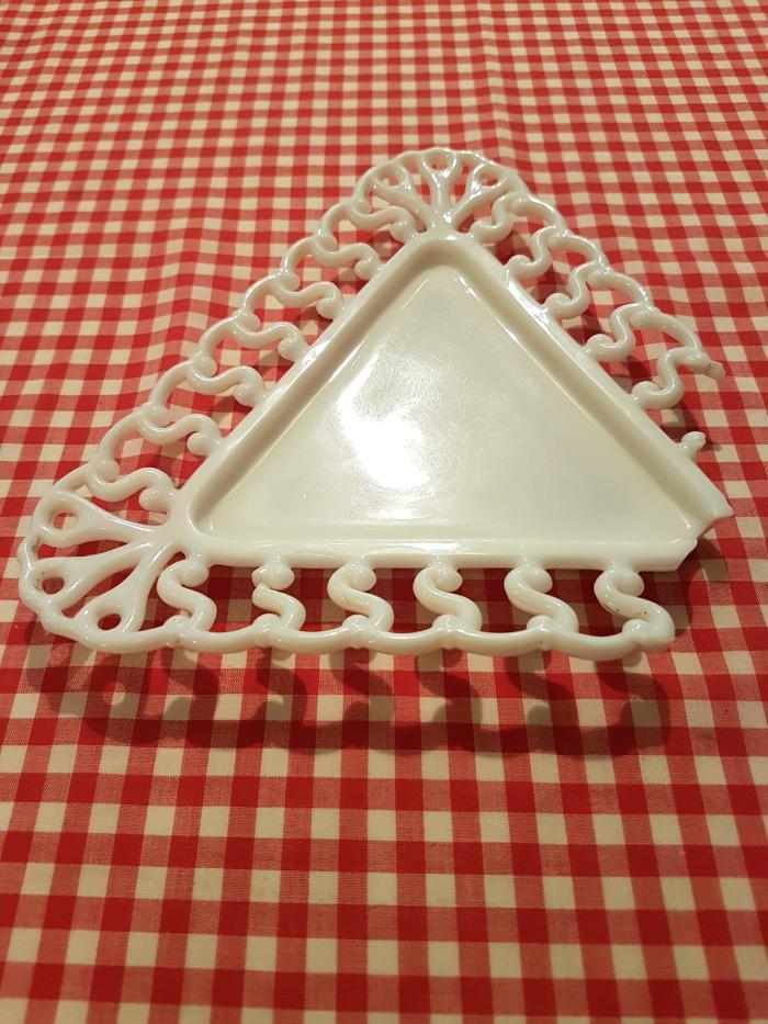 Triangular dish (front)